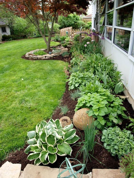 shaded flower bed idea