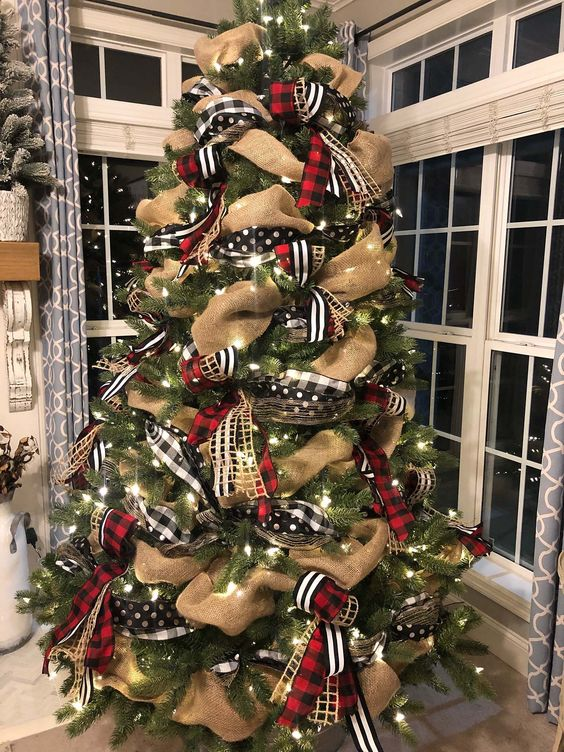 12 Stunning Christmas Tree Decor Ideas The Unlikely Hostess